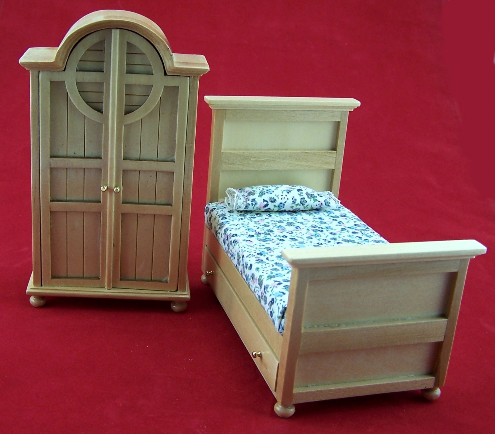miniatur schrank und bett f r kinderzimmer aus holz lackiert 1 12 puppenstuben puppenstuben. Black Bedroom Furniture Sets. Home Design Ideas